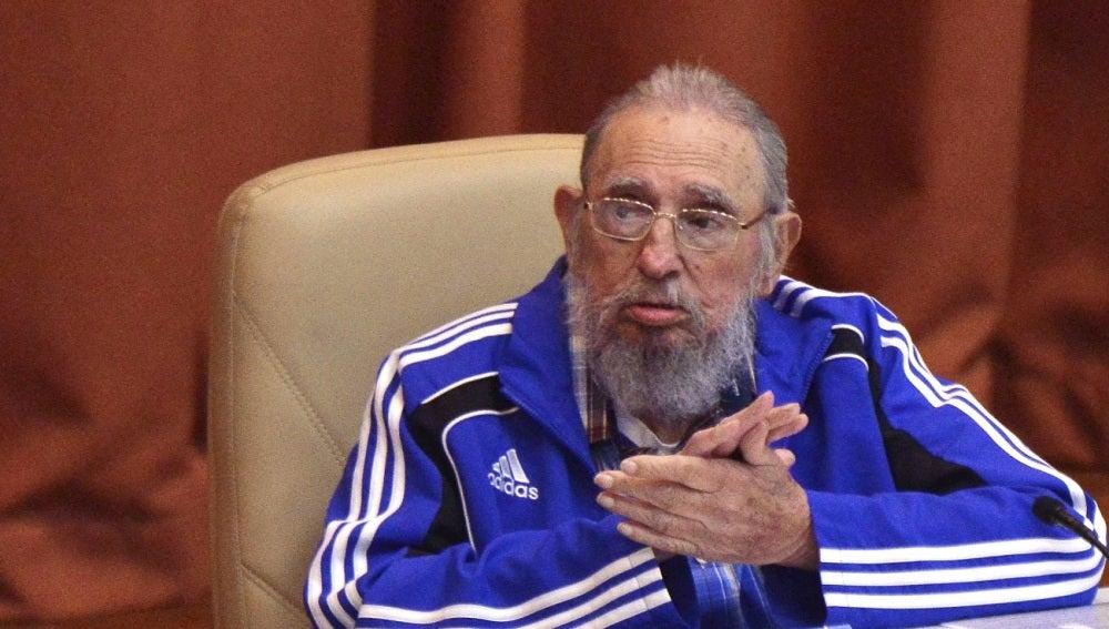 Fidel Castro en la clausura del VII Congreso del Partido Comunista de Cuba