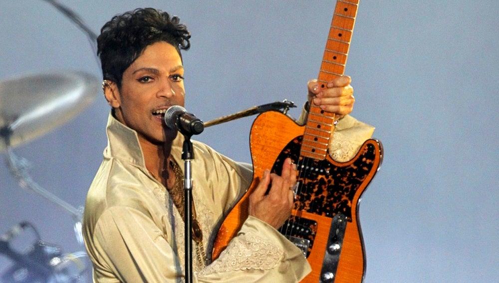 Prince en una actuación en Reino Unido en 2007