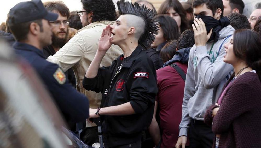 """Un momento de la concentración que ha tenido lugar esta tarde en el centro social ocupado """"La Morada"""""""