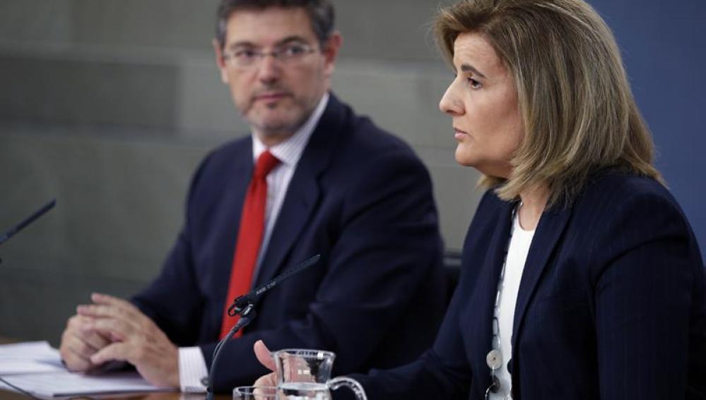 Los ministros de Justicia y Empleo y Seguridad Social, Rafael Catalá y Fátima Báñez