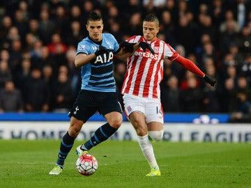 Ibrahim Afellay durante el cotejo ante el Tottenham