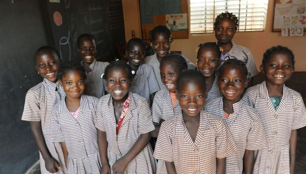 Niñas que participan en un proyecto solidario de Burkina Faso