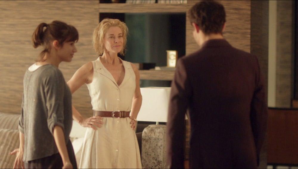 Claudia y Carlos descubren que son familia