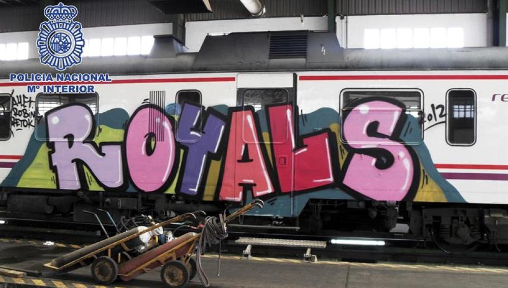 Foto de la firma de uno de los grupos de grafiteros implicados