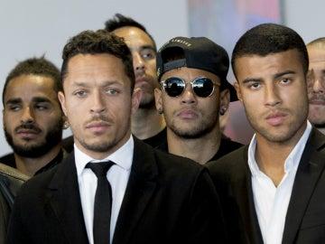 Adriano, junto a Neymar y Rafinha