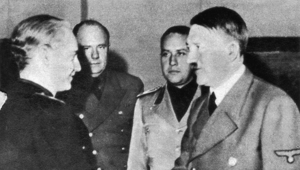 Hitler estrecha la mano a Serrano Súñer en su viaje a Hendaya