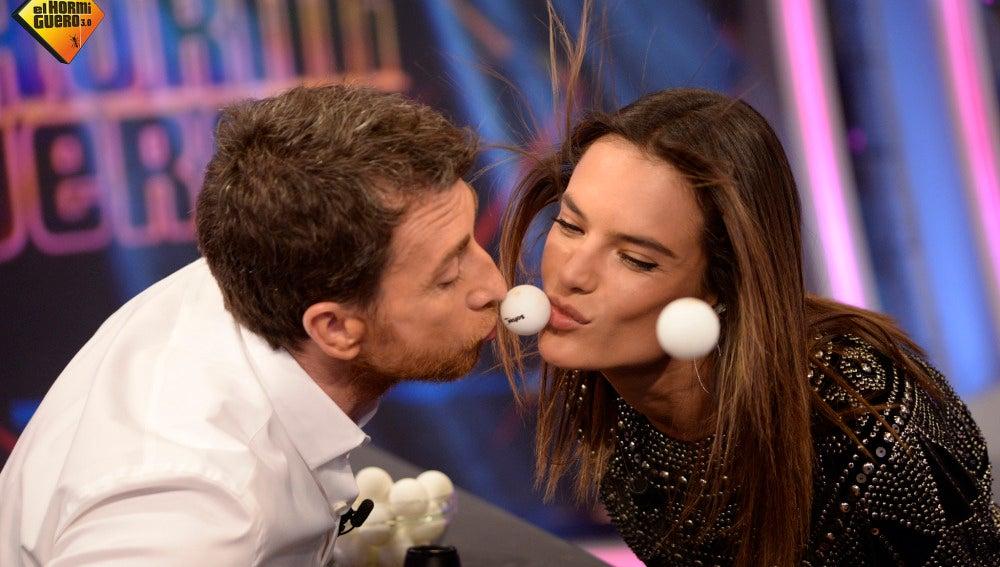 Pablo Motos y Alessandra Ambrosio