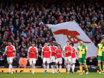 El festejo del Arsenal tras el gol de Welbeck ante el Norwich