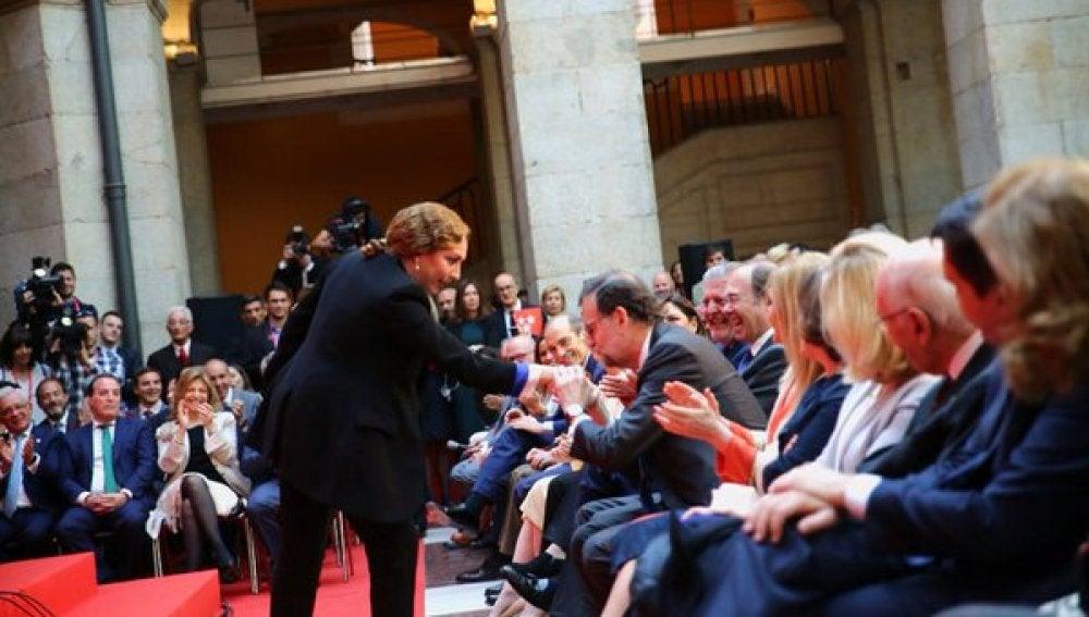 Estrella Morente se acerca a Mariano Rajoy