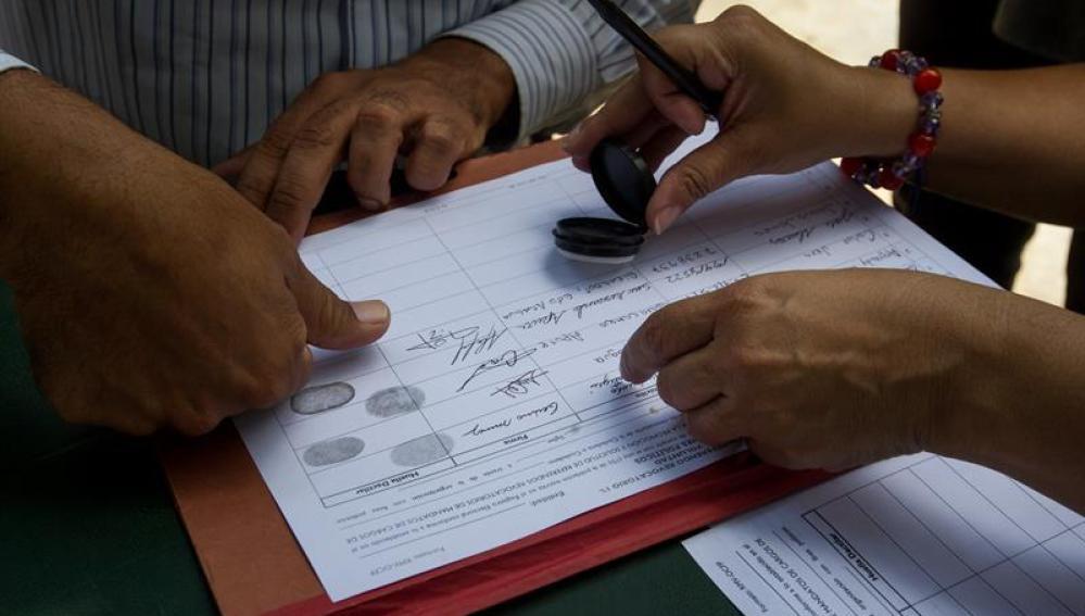 Firmas pidiendo revocar a Nicolás Maduro