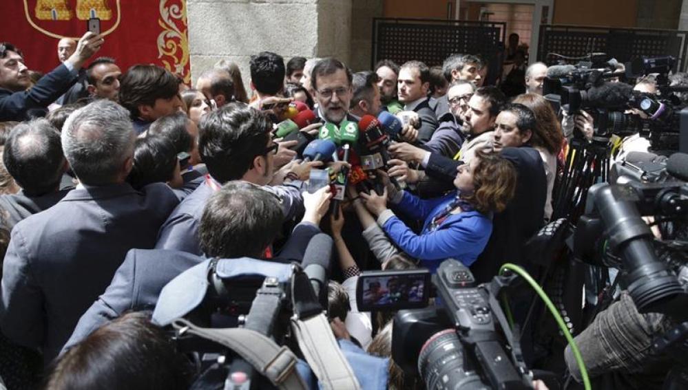 Mariano Rajoy, ante los micrófonos de los periodistas