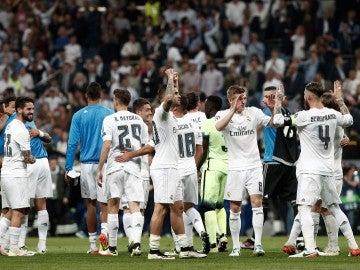 La plantilla del Real Madrid celebra el pase a la final