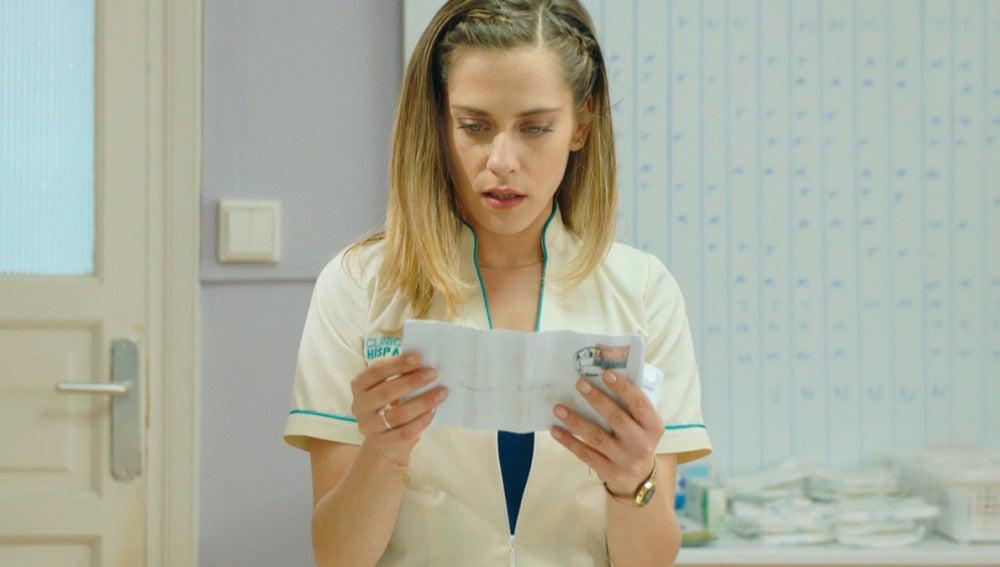 Carmen encuentra una nota de su madre en el bolsillo de Frasquito