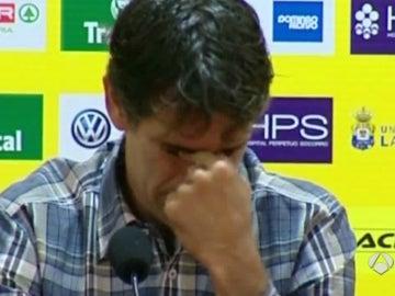 Valerón llora en la rueda de prensa de su despedida