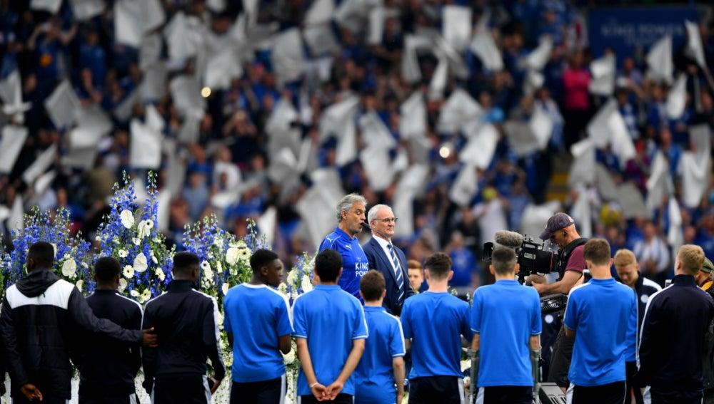 Bocelli canta en el King Power Stadium