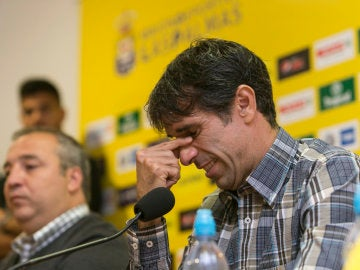 Valerón, emocioando al anunciar su retirada del fútbol