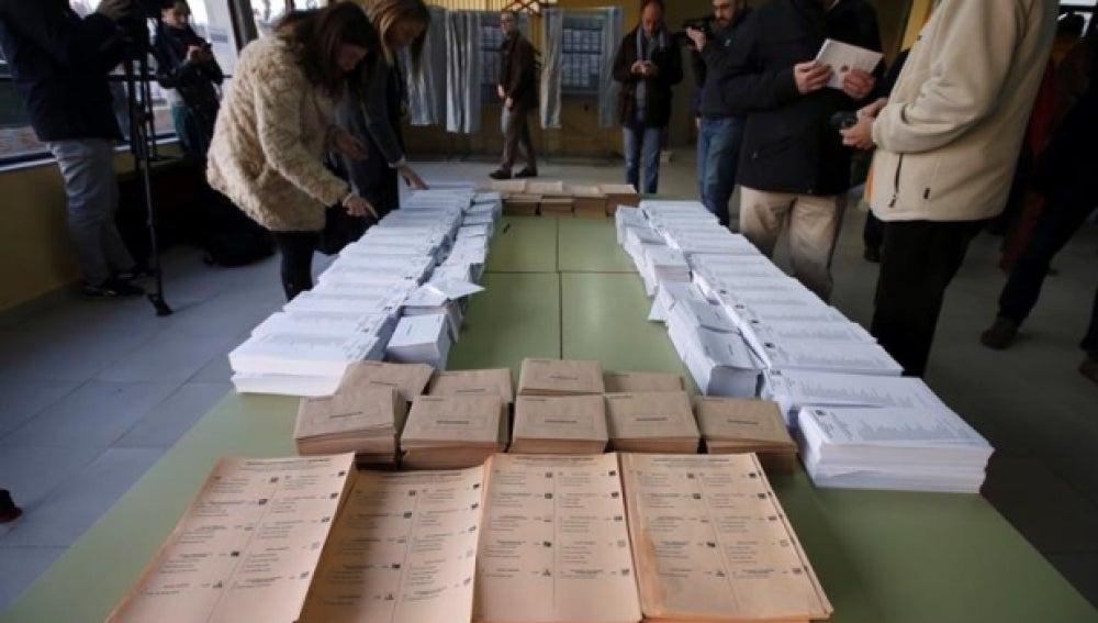 Antena 3 tv el censo electoral para el 26 j aumenta en 7 for Oficina del censo electoral madrid
