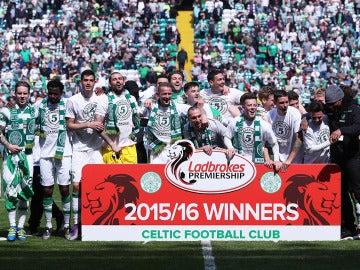 El Celtic festejando su título del Ladbrooks Premiership