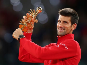 Djokovic levanta el trofeo del Mutua Madrid Open