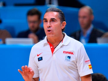 Sergio Scariolo dirigiendo a la Selección de España