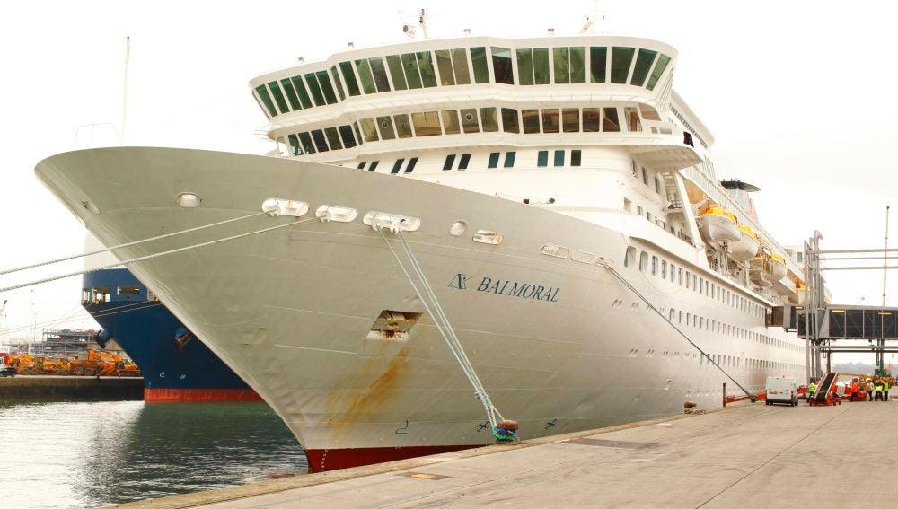 """Fotografía que muestra al buque crucero """"MS Balmoral"""""""