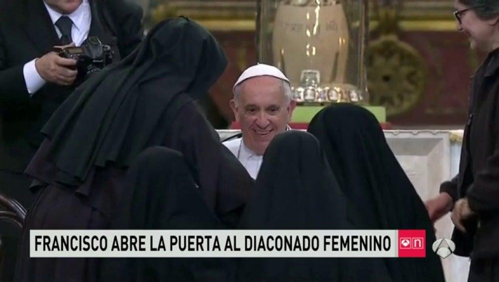 """Frame 25.124251 de: El Papa Francisco, a favor de que las mujeres puedan bautizar y casar: """"Es una posibilidad a día de hoy"""""""
