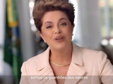 Frame 103.293319 de: El Senado aparta a Rousseff de la Presidencia de Brasil