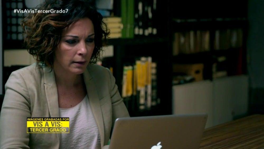 Frame 3.735545 de: Miranda consulta en Internet