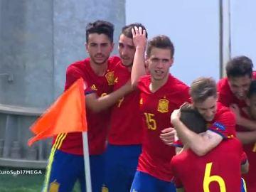 Los jugadores celebran el gol de Abel Ruiz ante Italia