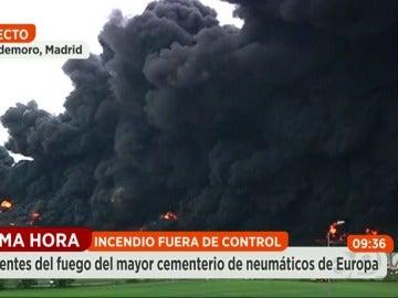 """Frame 87.45091 de: El alcalde de Seseña: """"El incendio del cementerio de neumáticos ha sido provocado"""""""