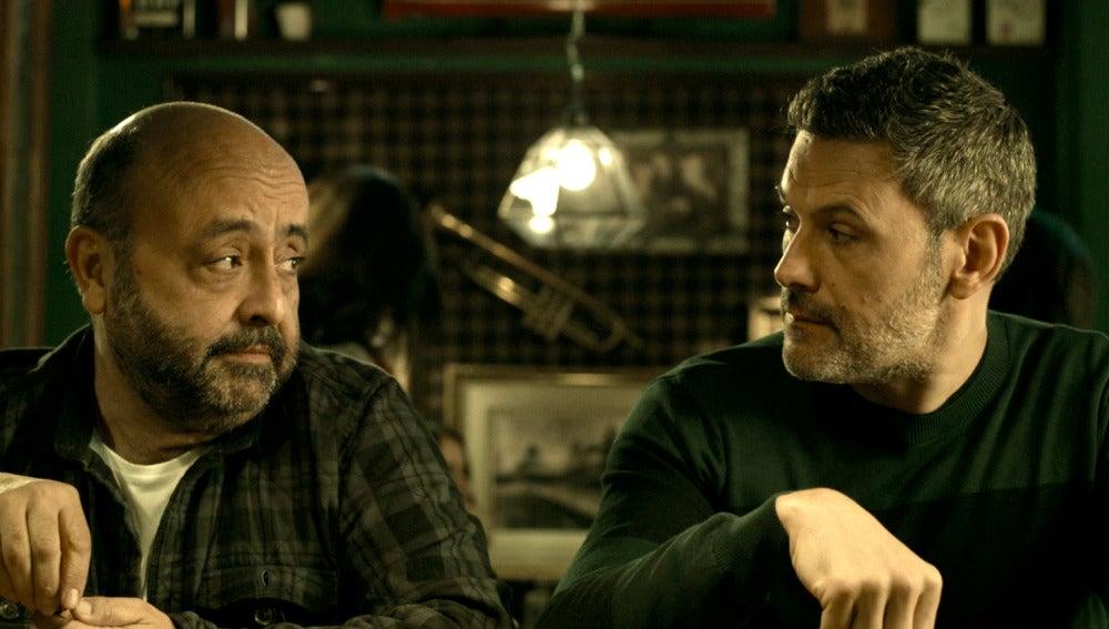 Fabio y el inspector Castillo conversan