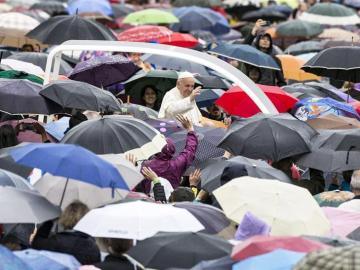 El Papa Francisco llega a la Audiencia del Jubileo en la Plaza de San Pedro