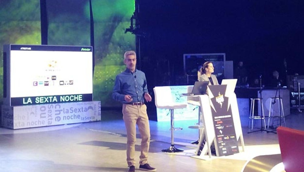 José Manuel González Pacheco y Beatriz Medina, durante la presentación de Flooxer en el TMR