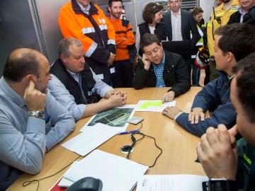 Emiliano García-Page, el consejero de Presidencia, Luis Martínez Guijarro, y el alcalde de Seseña, Carlos Velázquez.