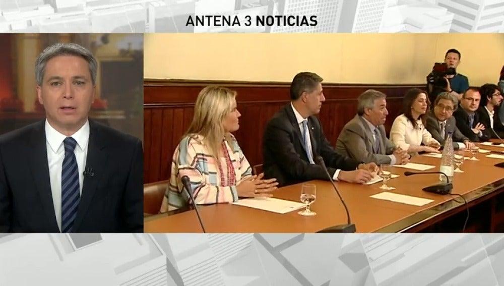 """Frame 27.05043 de: Arrimadas y Albiol reivindican la """"dignidad"""" de las víctimas ante la visita de Otegi al Parlament"""