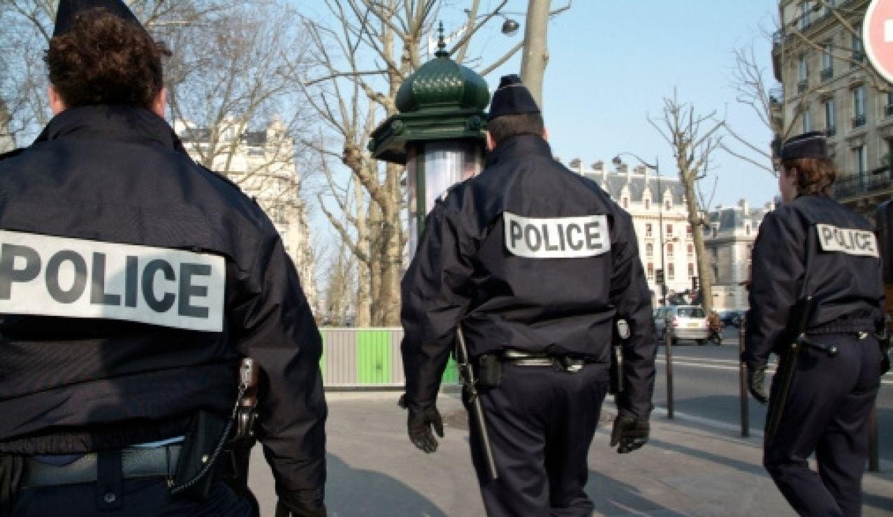 Agentes de la policía francesa en París