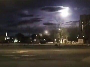Frame 4.974039 de: Divisado y grabado un meteorito sobre el noreste de Estados Unidos