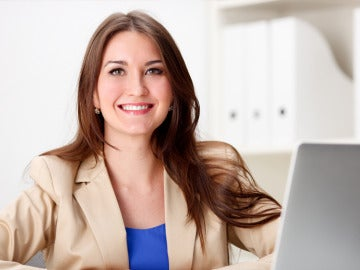 Mujer en su puesto de trabajo