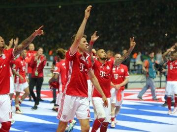 Los jugadores del Bayern celebran la Copa de Alemania