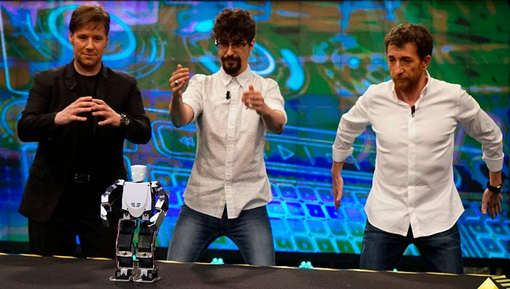 Así imita Moncho, el robot, a Pablo Motos