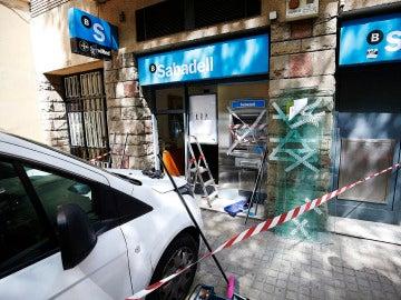 Daños en el banco tras la manifestación