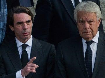 Los expresidentes del Gobierno, José María Aznar y Felipe González