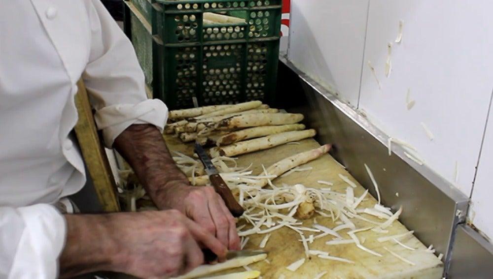 Prepara un plato de temporada en pocos minutos: espárragos frescos