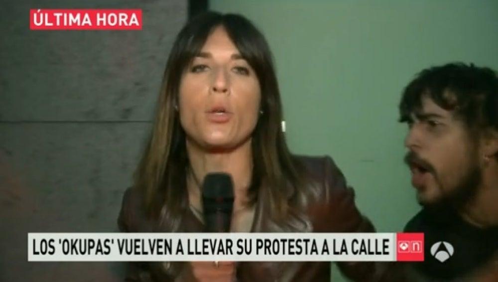 Blanca Basiano, hostigada por un manifestante
