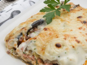 Carne picada con bechamel gratinada