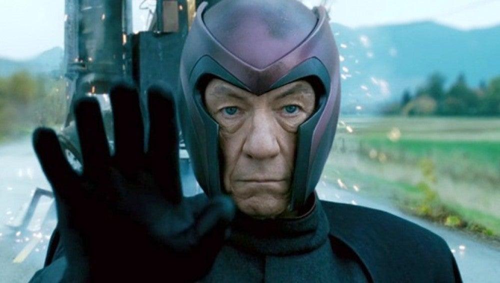 En las propias palabras de Sir Ian, sí; es Magneto y Gandalf, superadlo. El poderoso mutante/villano de las sagas 'X-Men' es un icono en el mundo de los cómic, y ahora en el cine gracias al actor británico.