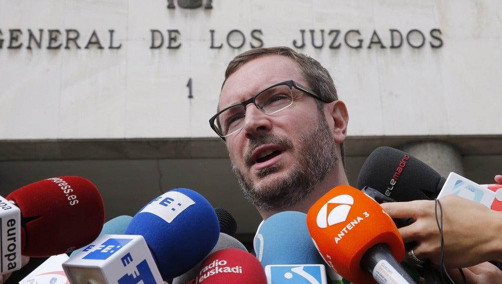 Javier Maroto en la puerta de los juzgados de Plaza de Castilla