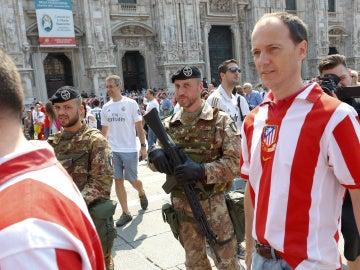 Agentes de seguridad, en los alrededores de Milán