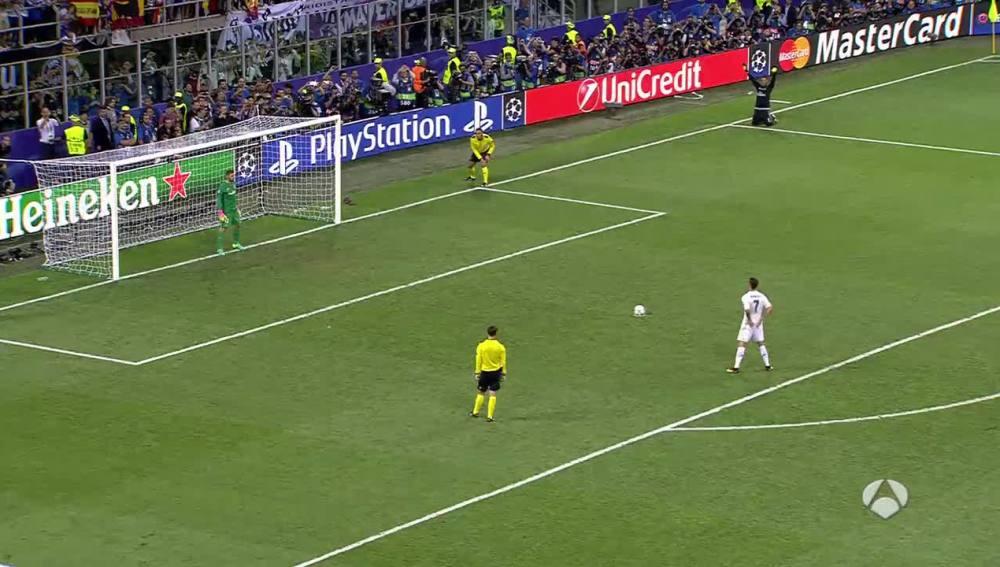 Cristiano en el momento de su penalti