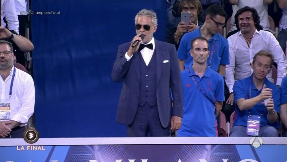 Andrea Bocelli entonó el himno de la Champions antes de la final